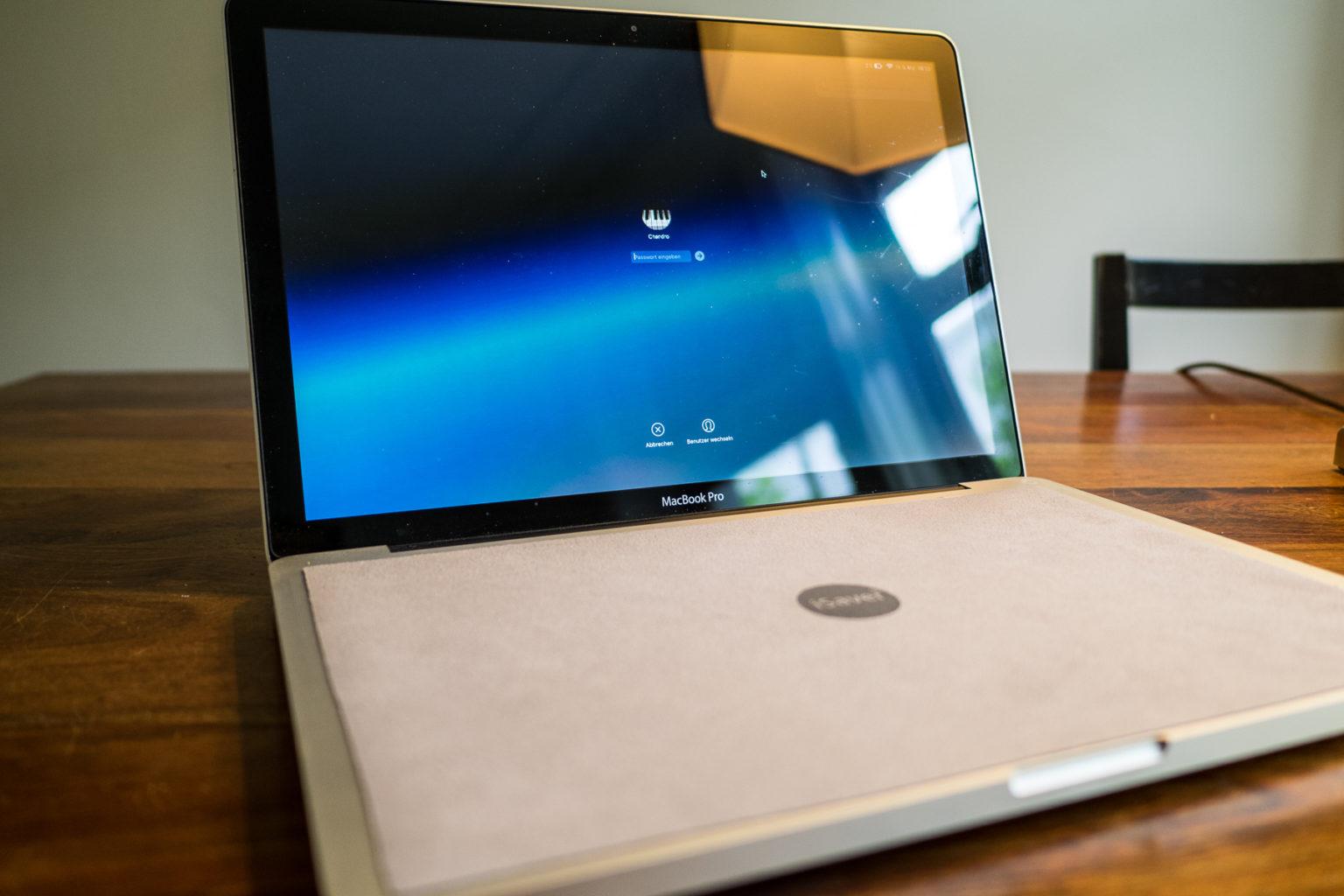 Ein Tuch für das Laptop